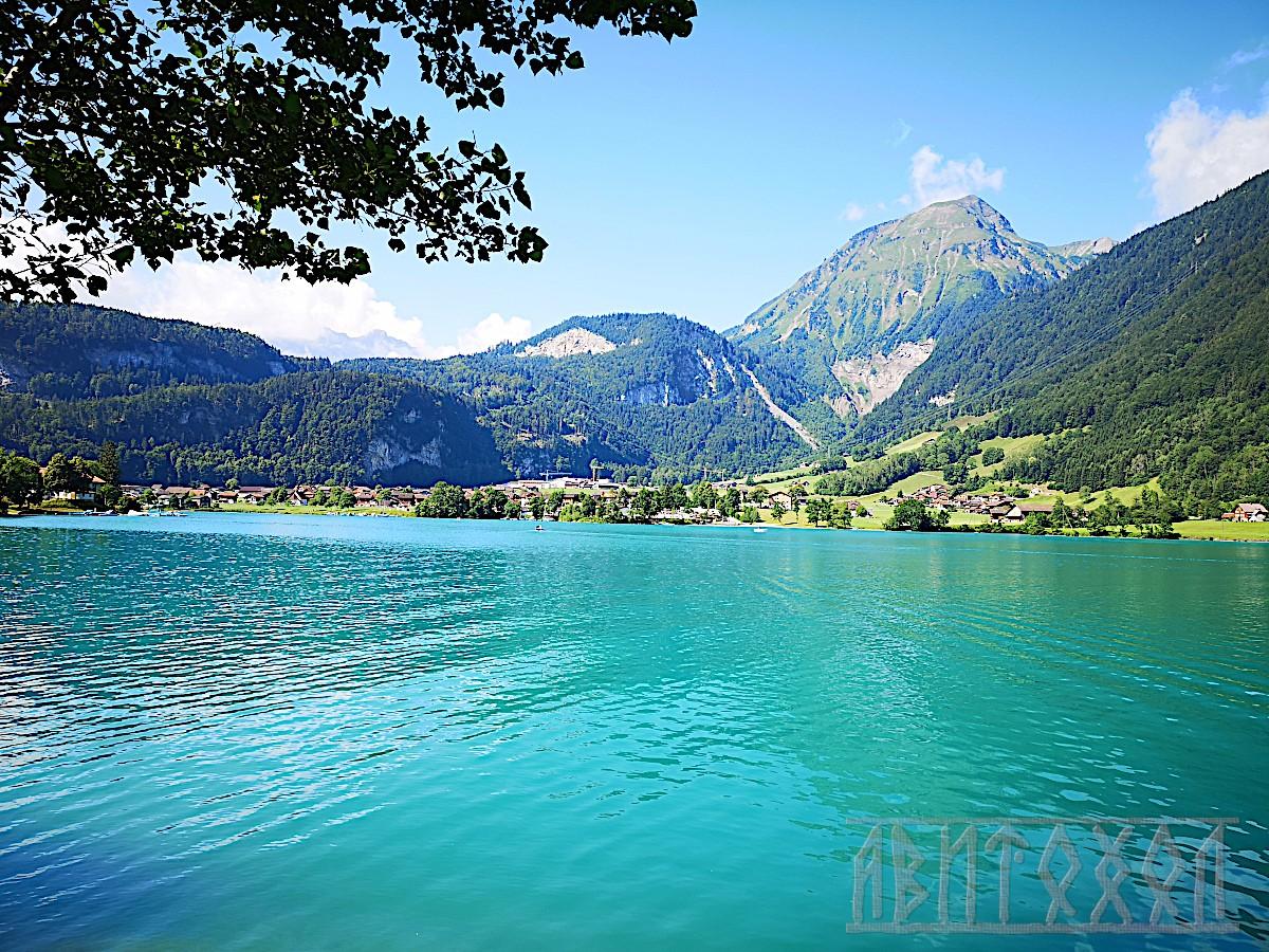 Изглед към езерото