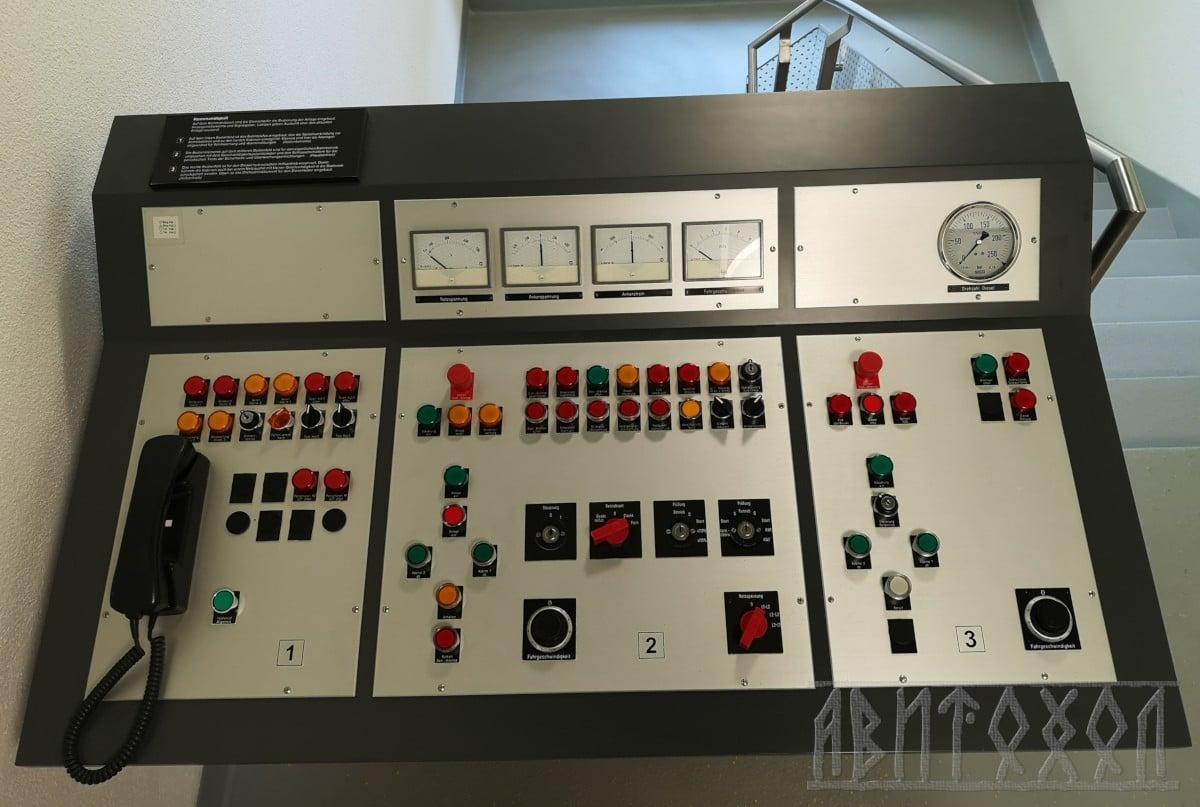 Старото табло за управление на лифта Turren-Bahn