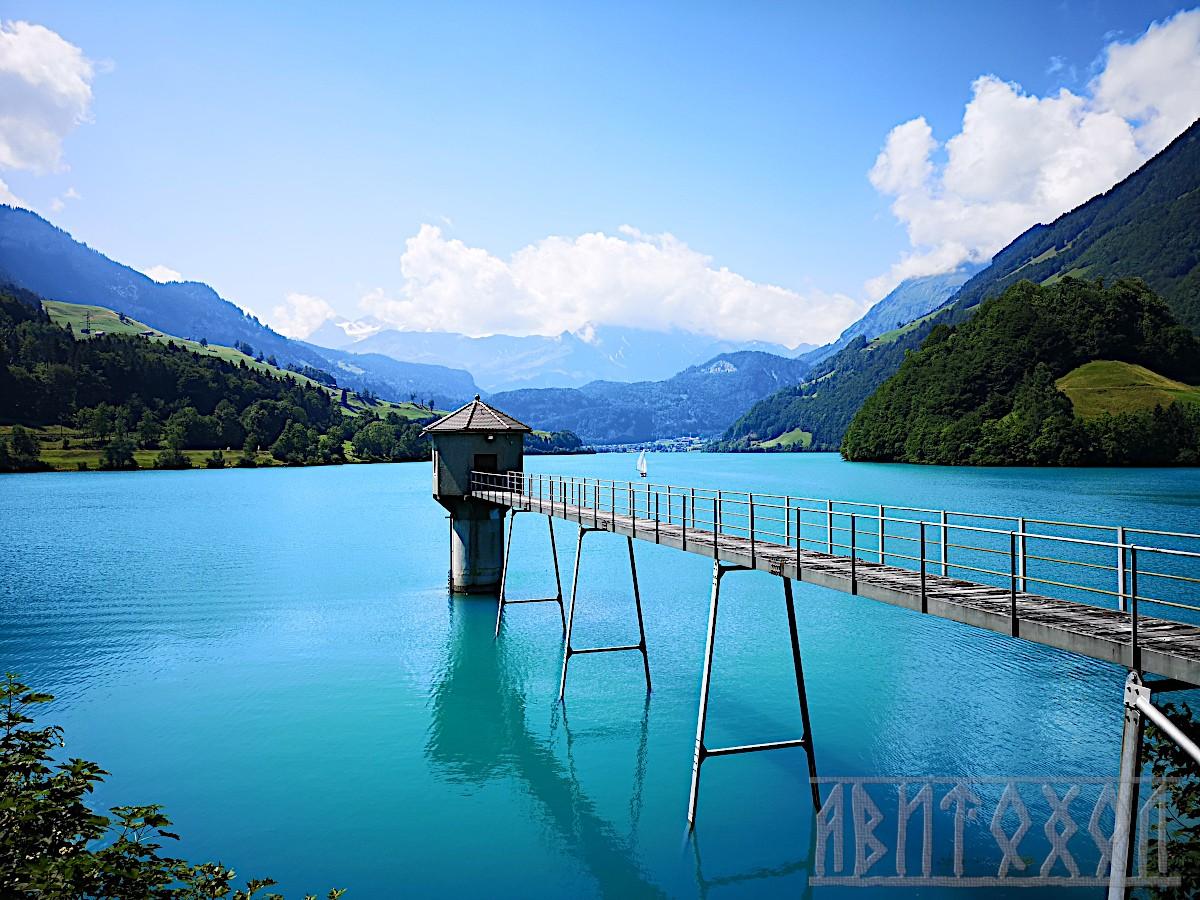 Езерото с водоизмервателната кула