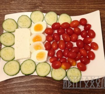 Закуска с домат яйце и сирене